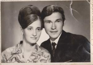 mama si tata pe cand eram mica